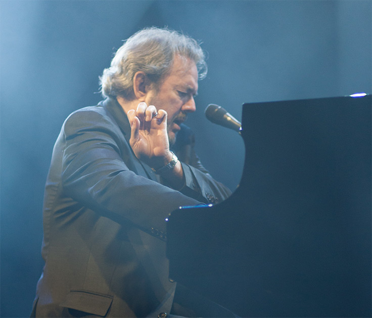 jimmy webb playing the piano